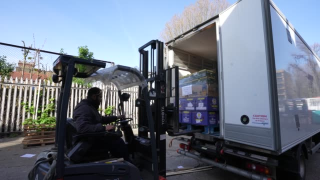 smith brock workers load a pallet of for onto a truck smith brock who are best known for supplying fresh food to restaurants and hotels in london... - thank you englischer satz stock-videos und b-roll-filmmaterial