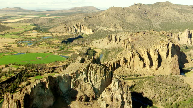 WS AERIAL Smith Rock eastern and southern sides / Terrebonne, Oregon, United States