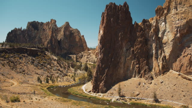 smith rock state park, desert mountain landscape, oregon 2 - oregon us state stock videos & royalty-free footage