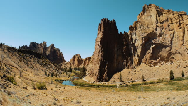 Smith Rock State Park, Desert Mountain Landscape, Oregon