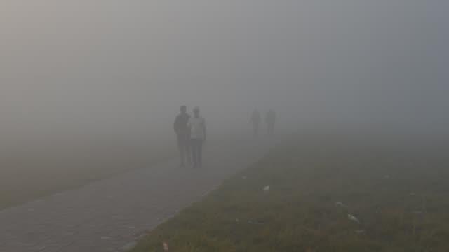 smog in kolkata, india, 29 november, 2019. as per media report india's federal pollution regulator warned coal fired power plants around new delhi... - kolkata stock videos & royalty-free footage