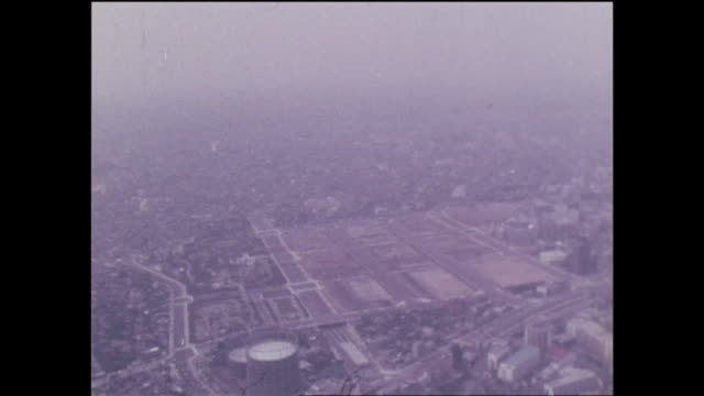 smog obscures the abandoned yodobashi purification plant and adjacent buildings. - 1960~1969年点の映像素材/bロール