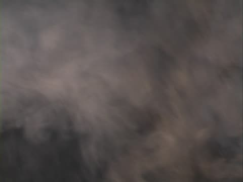 煙アゲインスト黒色の背景 - 水の形態点の映像素材/bロール