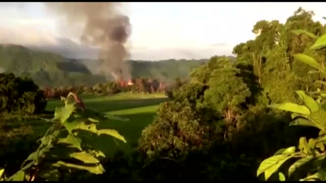 smoke and flames rise from the nonda khali village of maungdaw in rakhine state western myanmar on september 18 2017 myanmar army has burnt over 60... - völkermord stock-videos und b-roll-filmmaterial