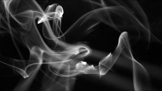vídeos de stock e filmes b-roll de smoke background slowly swirls and whirls - incenso