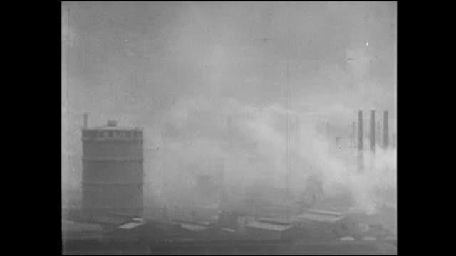 smoke creates a haze around factories in kitakyushu, japan. - 鋼点の映像素材/bロール