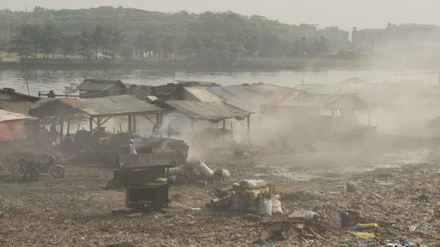 Smoke filled air in Manila slum