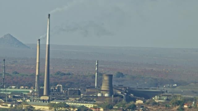 vidéos et rushes de smoke from a coal power plant - alimentation électrique