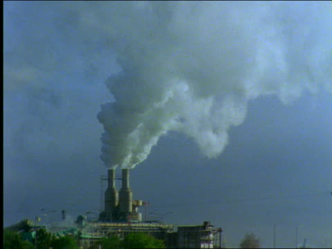 vídeos de stock, filmes e b-roll de smoke from factory smokestacks - 2001