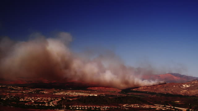 T/L WS HA Smoke from Guiberson Fire rolling over hills and town, Moorpark, California, USA