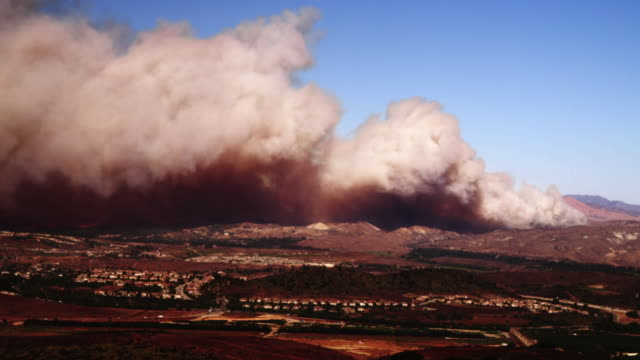 WS HA Smoke from Guiberson Fire rolling over hills, Moorpark, California, USA