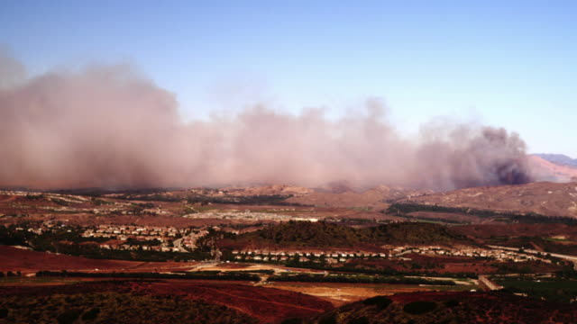 T/L WS HA Smoke from Guiberson Fire rolling over hills, Moorpark, California, USA