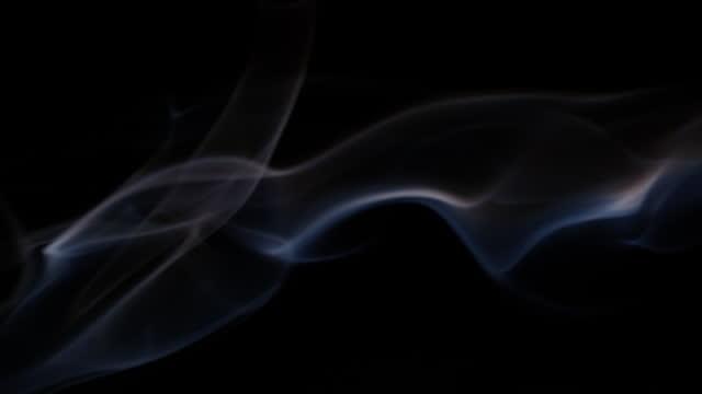 vídeos y material grabado en eventos de stock de humo sobre fondo negro - imagen virada