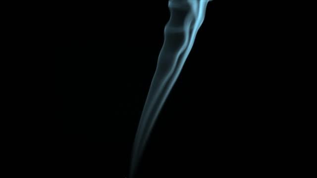smoke on black - タバコを吸う点の映像素材/bロール