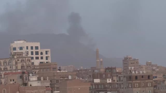 smoke rises after saudi-led coalition hits a camp and armory believed to be belong to houthi ansarullah movement on nukum mountain in sanaa, yemen on... - 武器庫点の映像素材/bロール