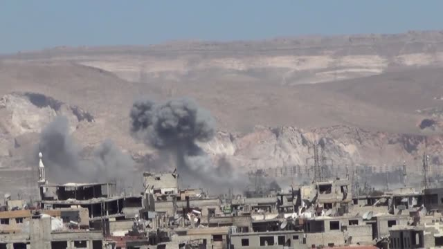 stockvideo's en b-roll-footage met smoke rises after the warcrafts belong to assad regime forces carried out airstrikes on the jobar neighborhood of damascus syria on april 5 2017 - midden oosten