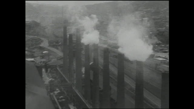 vídeos de stock, filmes e b-roll de smoke rises from smokestacks at an steel mill in a fukuoka industrial area. - indústria metalúrgica