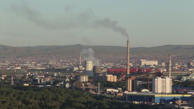 vídeos de stock e filmes b-roll de smoke rises from smokestacks standing in ulaanbaatar mongolia on monday july 18 buildings stand at sunrise in ulaanbaatar mongolia - ulan bator