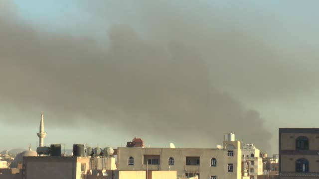 vidéos et rushes de smoke rises over the yemen government television building which is under the control of the houthis after the war crafts belonging to the saudi-led... - bombardement