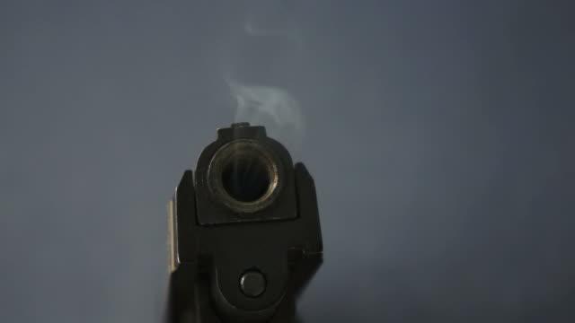 vídeos de stock, filmes e b-roll de arma defumado - smoking