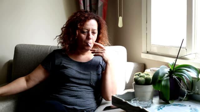 Smokers woman to woman