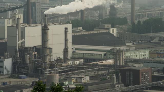 ls smokestacks in petrochemical and steel plant - アッパーオーストリア点の映像素材/bロール