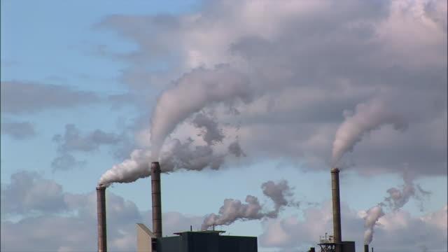 ms, smokestacks of a pulp paper mill / camas, washington - 工場の煙突点の映像素材/bロール