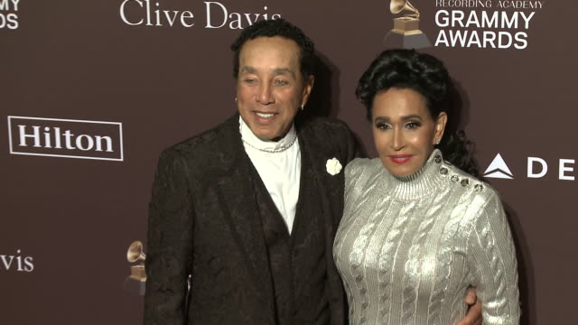 vidéos et rushes de smokey robinson and frances glandney at the clive davis' and the recording academy's pregrammy gala at the beverly hilton hotel on february 09 2019... - grammy awards