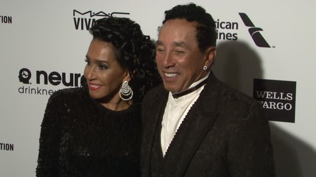 smokey robinson and frances robinson at the 23rd annual elton john aids foundation academy awards viewing party sponsored by chopard neuro drinks and... - smokey robinson stock-videos und b-roll-filmmaterial