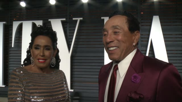 interview smokey robinson at 2017 vanity fair oscar party hosted by graydon carter on february 26 2017 in beverly hills california - smokey robinson stock-videos und b-roll-filmmaterial