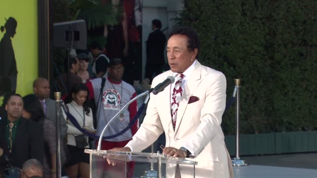 smokey robinson at michael jackson immortalized with hand and footprint ceremony in hollywood ca on 1/26/2012 - smokey robinson stock-videos und b-roll-filmmaterial