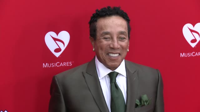 smokey robinson at the 12th annual musicares map fun benefit concert honoring smokey robinson at the novo by microsoft on may 19 2016 in los angeles... - smokey robinson stock-videos und b-roll-filmmaterial