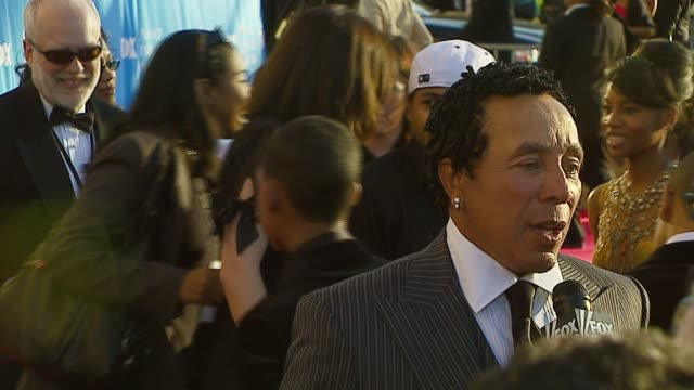 smokey robinson at the 38th naacp image awards at the shrine auditorium in los angeles california on march 2 2007 - smokey robinson stock-videos und b-roll-filmmaterial