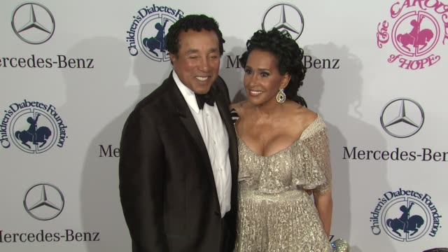 smokey robinson frances robinson at 26th anniversary carousel of hope ball on in beverly hills ca - smokey robinson stock-videos und b-roll-filmmaterial