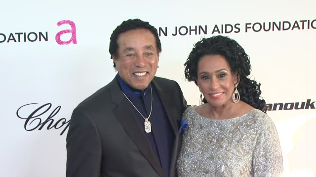 smokey robinson frances robinson at the 19th annual elton john aids foundation academy awards viewing party at west hollywood ca - smokey robinson stock-videos und b-roll-filmmaterial