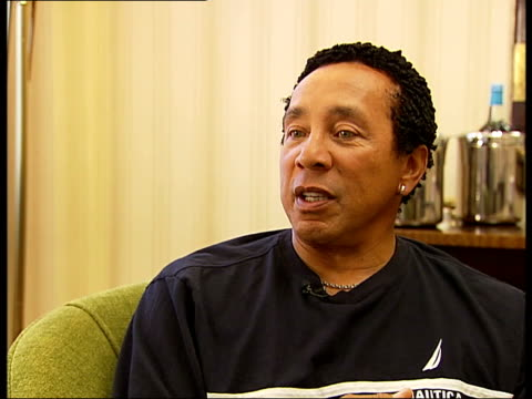 smokey robinson interview music fan and listen to all genres of music enjoy good music discussing music awards and young people getting drunk - smokey robinson stock-videos und b-roll-filmmaterial