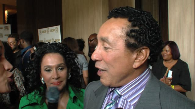 smokey robinson on his award michael jackson's 'presence' at the event at the 22nd annual ascap rhythm and soul awards at beverly hills ca - smokey robinson stock-videos und b-roll-filmmaterial