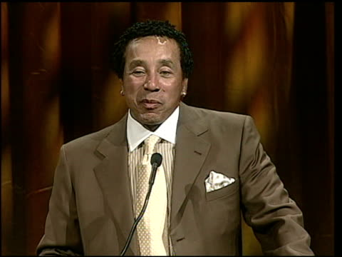 smokey robinson on his friend dave koz at the starlight starbright children's foundation annual stellar night gala at the beverly hilton in beverly... - smokey robinson stock-videos und b-roll-filmmaterial