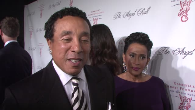 smokey robinson on the importance of the fight against cancer at angel ball 2012 benefiting gabrielle's angel foundation for cancer research in new... - smokey robinson stock-videos und b-roll-filmmaterial