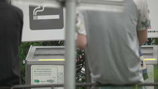 smoking area in shinjuku,tokyo,japan - tabakwaren stock-videos und b-roll-filmmaterial
