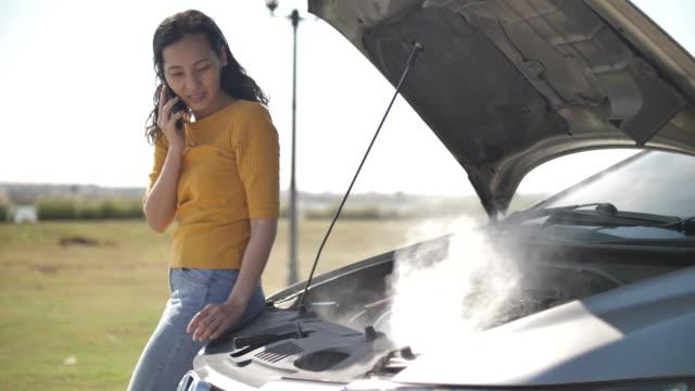vídeos de stock e filmes b-roll de smoking car - smoke physical structure