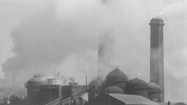 montage smoking factory chimneys - 1931年点の映像素材/bロール