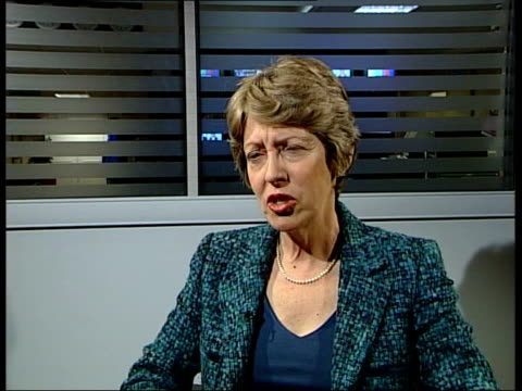 mps vote to ban in pubs and clubs; england: london: int b/w man smoking men in pub smoking westminster: patricia hewitt mp interview sot - arguments... - aschenbecher stock-videos und b-roll-filmmaterial