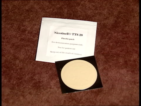 nicotine patch cs nicotine patch rushes 22592 itn - nikotin stock-videos und b-roll-filmmaterial