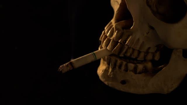喫煙日のコンセプト dead.no まで喫煙。 - 禁煙マーク点の映像素材/bロール