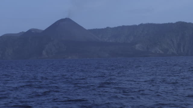 smoking volcano filmed from sea, day,  barren island, andaman islands, march 2011 - andamansjön bildbanksvideor och videomaterial från bakom kulisserna