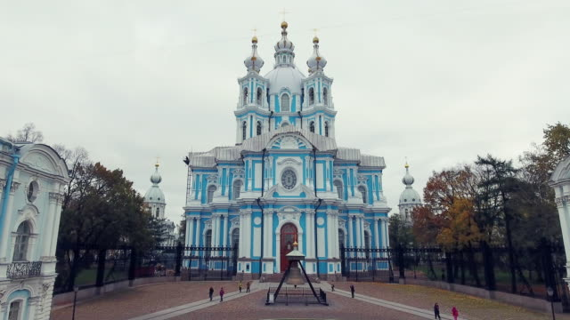 smolny-kathedrale der auferstehung christi - sankt petersburg stock-videos und b-roll-filmmaterial