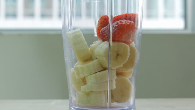 smoothie preparation - arbeitsplatte stock-videos und b-roll-filmmaterial