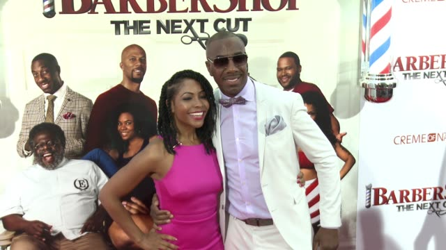 stockvideo's en b-roll-footage met jb smoove at barbershop the next cut los angeles premiere at tcl chinese theatre on april 06 2016 in hollywood california - tcl chinese theatre