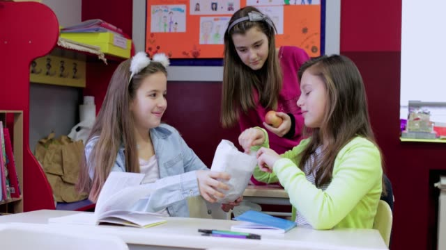 snack time in school - paper bag stock videos & royalty-free footage